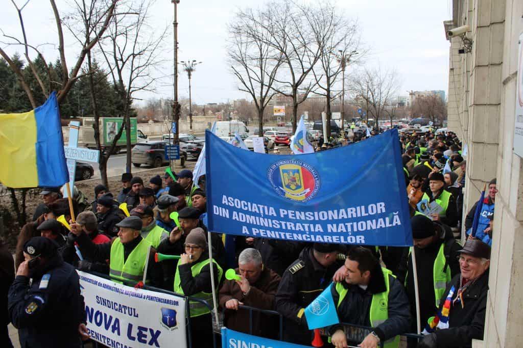 Protest politisti, angajati din penitenciare si rezervisti - Ministerul Justitiei, 07 feb 2019