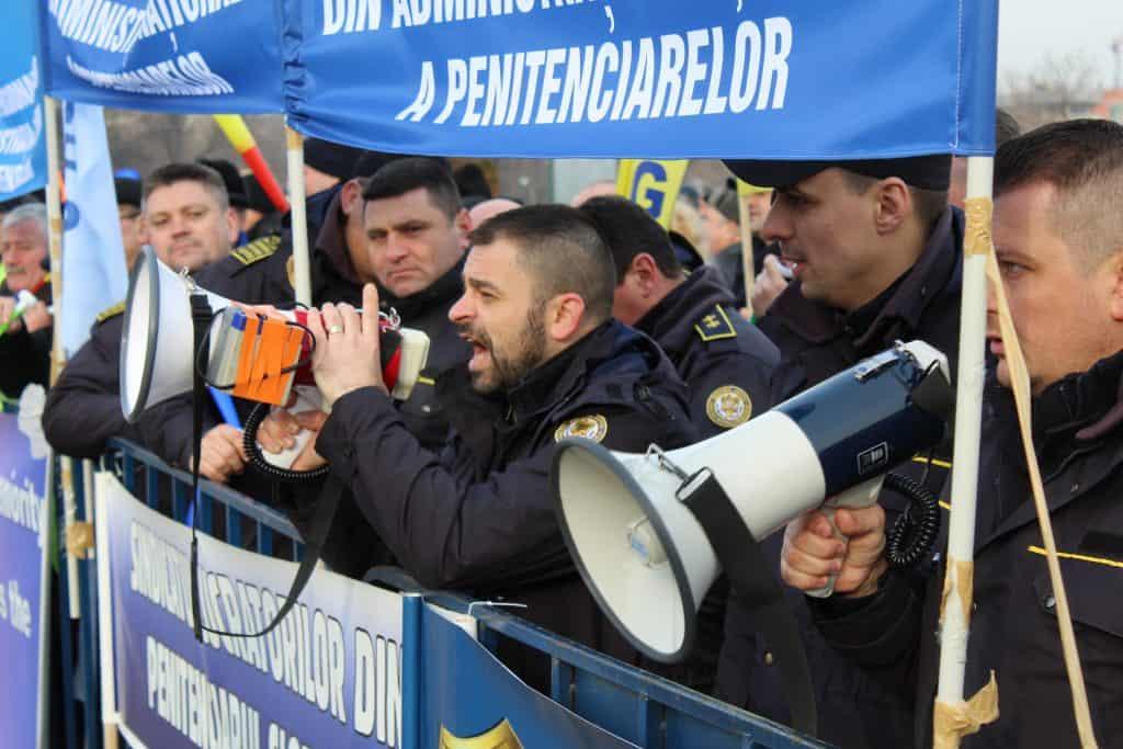 Actiune de protest ale politistilor, personalului din penitenciare si ale rezervistilor militari, Parlamentul Romaniai 08 februarie 2019