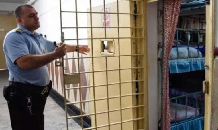 Statul Roman datoreaza peste 1 milion de ore suplimentare angajatilor din penitenciare