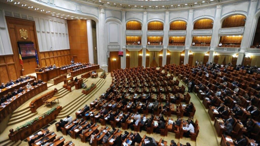 Modificări la pensiile militare discutate în Parlament