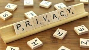 Cu bocancii mocirloși ai șefilor în viața privată a subalternilor...